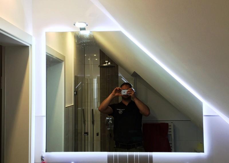 Spiegel mit Hintergrundbeleuchtung