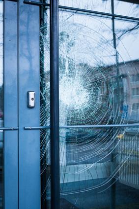 Glasbruch einer Eingangstür Glasnotdienst Hannover