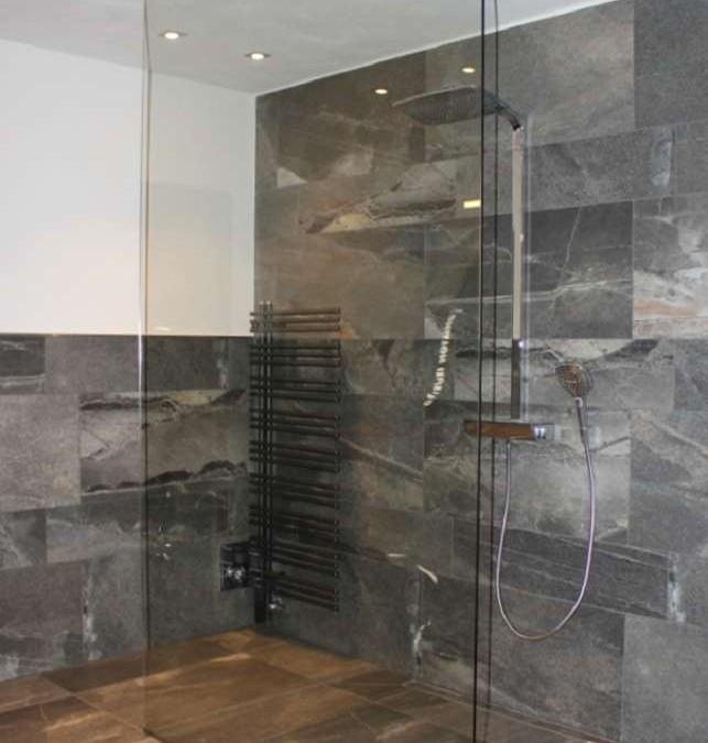 Duschseitenteilmontage bei einem Privatkunden in Essel