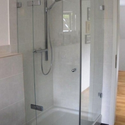 Duschkabine / Glasdusche auf Duschwanne