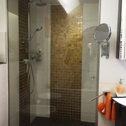 Gläserne Dusche